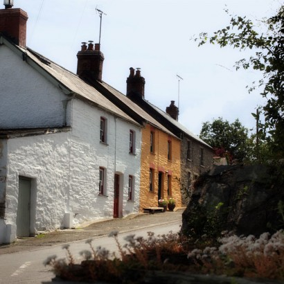 Looking uphill towards 2 Penrhiw. Photo by Under the Thatch